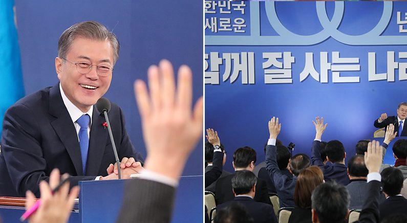 """문재인 대통령, 20대 남성 지지율 하락에 """"성숙한 사회로 나아가는 과정"""""""