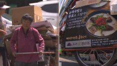 폐지 수거용 리어카에 '순대국밥집' 광고가 붙어 있는 이유