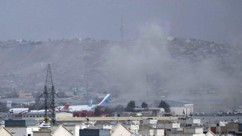 카불 공항서 자살폭탄 테러로 미군 12명 포함 수십여명 사망